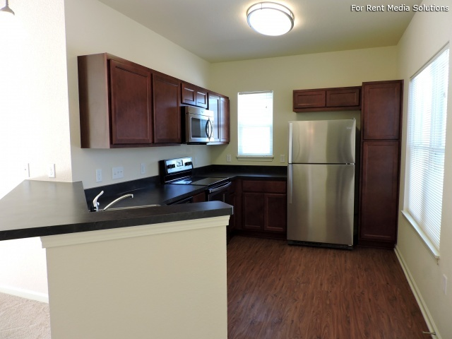 StoneGate Apartments, New Berlin, WI, 53151: Photo 4