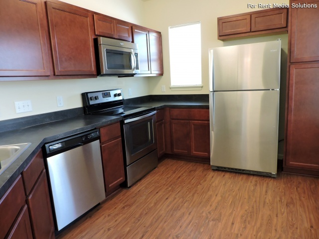StoneGate Apartments, New Berlin, WI, 53151: Photo 5