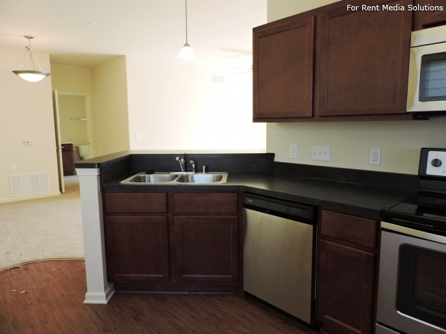 StoneGate Apartments, New Berlin, WI, 53151: Photo 6