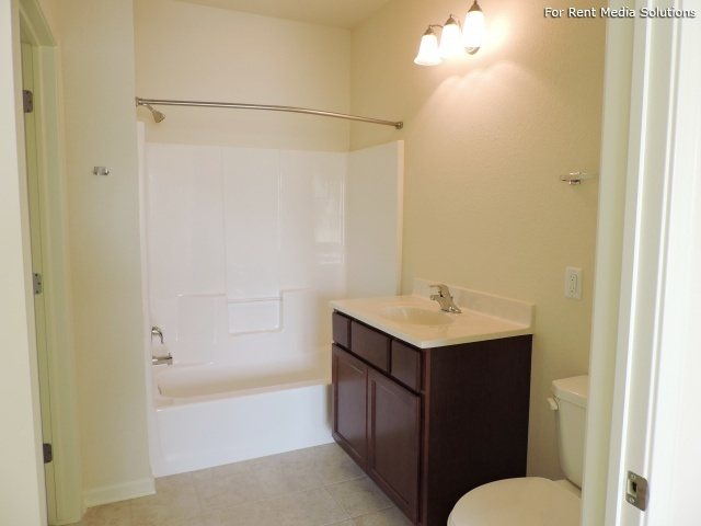StoneGate Apartments, New Berlin, WI, 53151: Photo 20