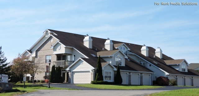 StoneGate Apartments, New Berlin, WI, 53151: Photo 2