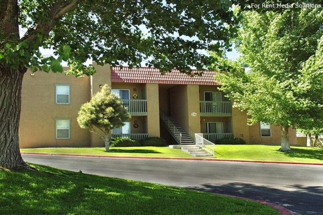 Sombra del Oso Apts, Albuquerque, NM, 87120: Photo 3