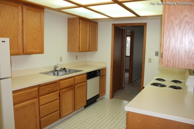 Meadowlawn Apartments, Salem, OR, 97317: Photo 39
