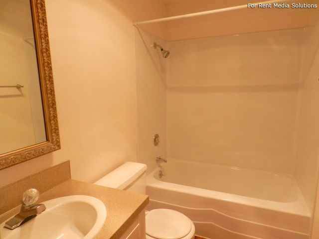 Meadowlawn Apartments, Salem, OR, 97317: Photo 20