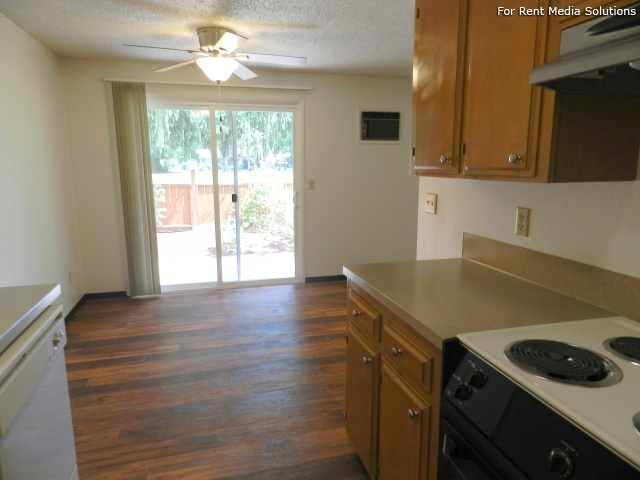 Meadowlawn Apartments, Salem, OR, 97317: Photo 22