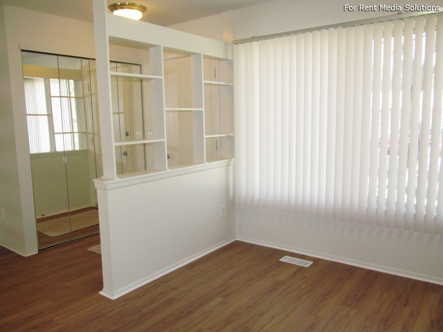 Eton Square Apartments & Townhomes, Birmingham, MI, 48009: Photo 3