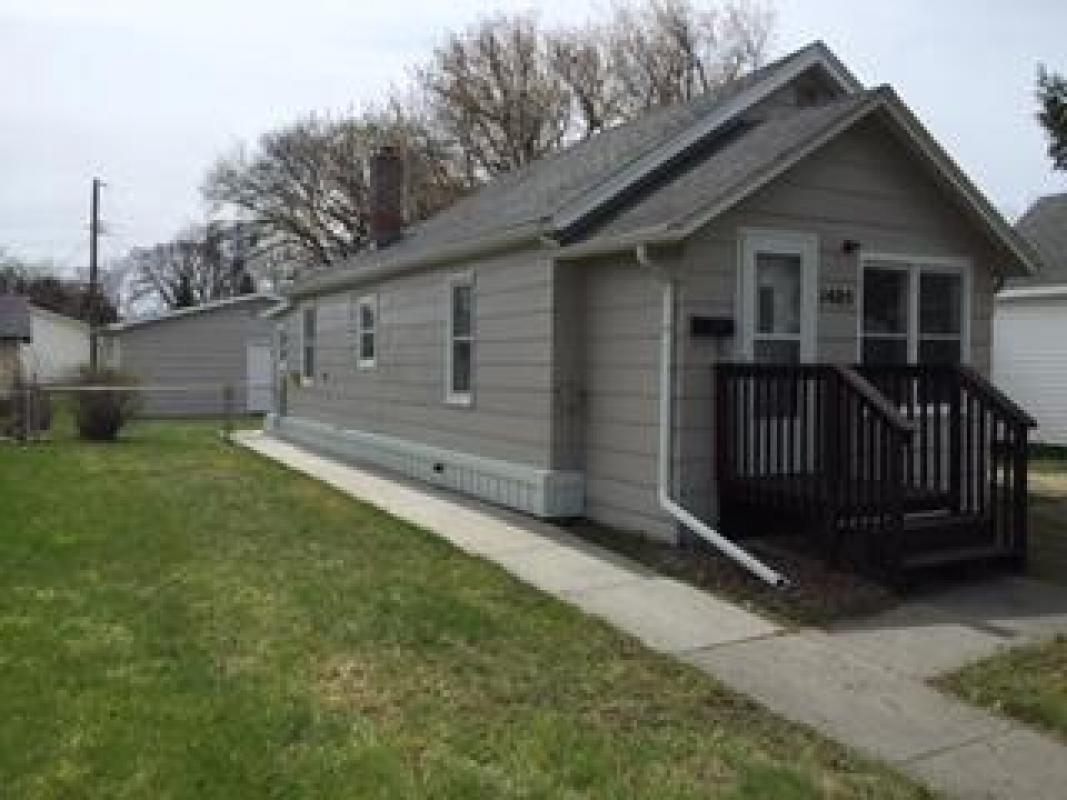 1405 N 8th Ave Grand Forks Nd 58203 For Sale