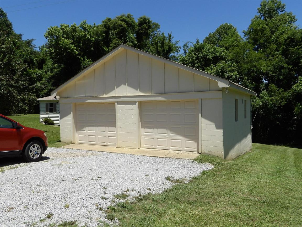 1555 Taylor Town Rd White Bluff TN for sale