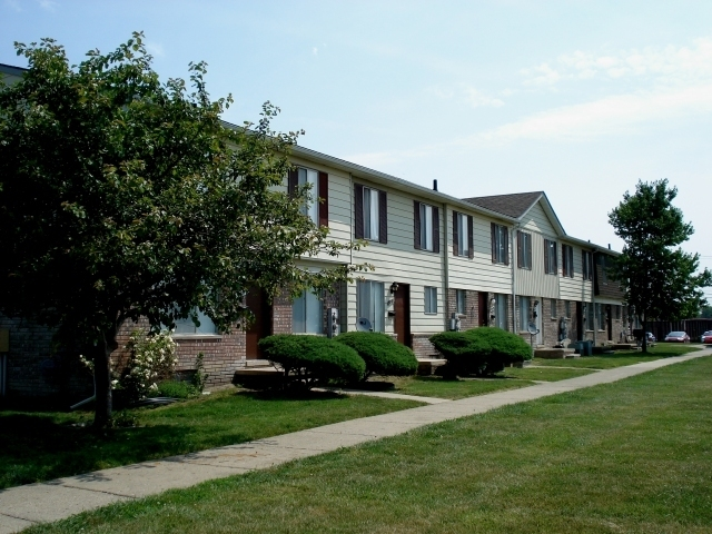 Pickwick Apartments Taylor Mi