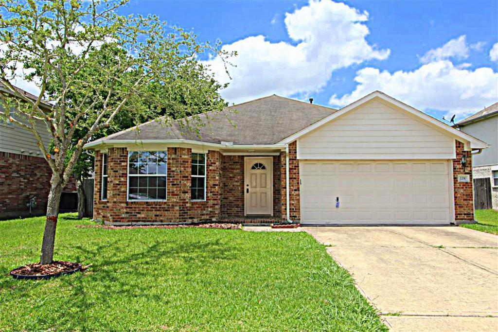 2210 Day Dr, Pearland, TX, 77584: Photo 1