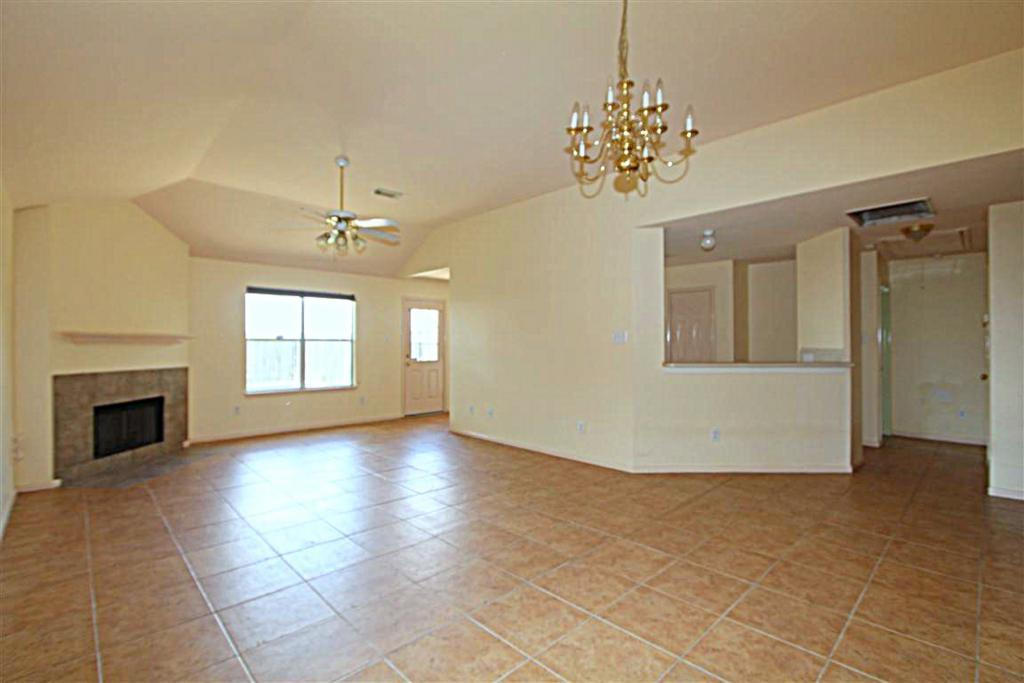 2210 Day Dr, Pearland, TX, 77584: Photo 2