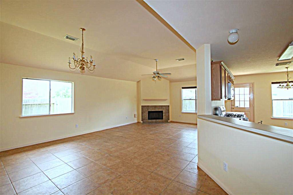2210 Day Dr, Pearland, TX, 77584: Photo 3
