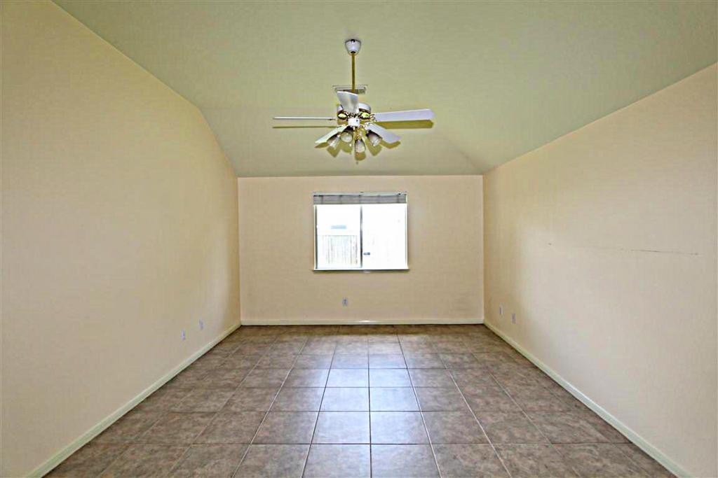 2210 Day Dr, Pearland, TX, 77584: Photo 5