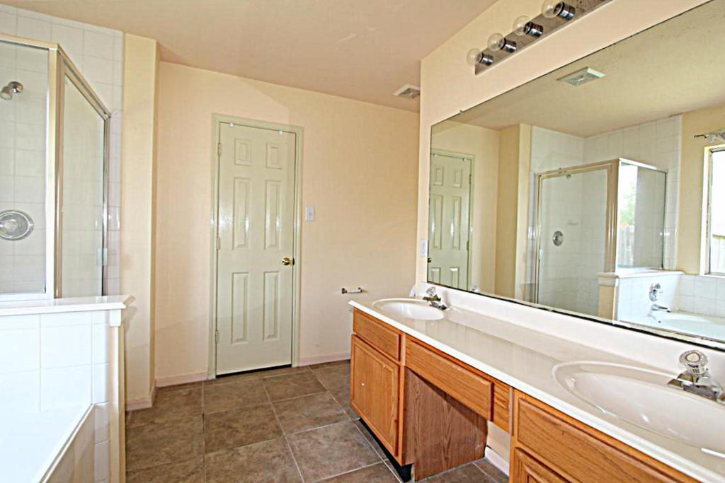 2210 Day Dr, Pearland, TX, 77584: Photo 6