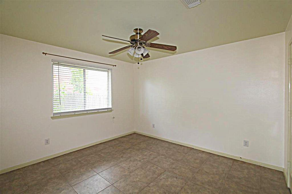 2210 Day Dr, Pearland, TX, 77584: Photo 7