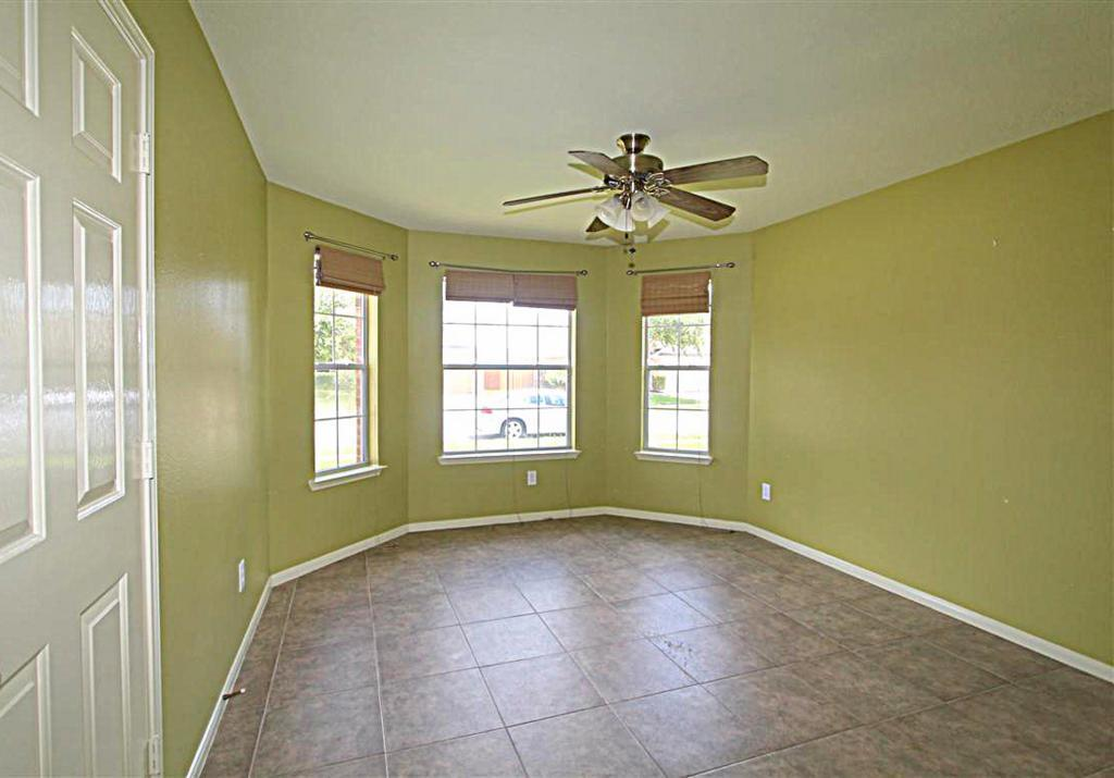 2210 Day Dr, Pearland, TX, 77584: Photo 8