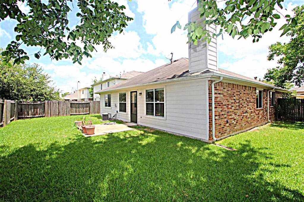 2210 Day Dr, Pearland, TX, 77584: Photo 9