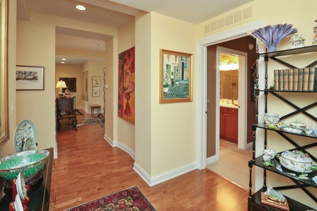1800 Amberley Court 402, Lake Forest, IL, 60045: Photo 4