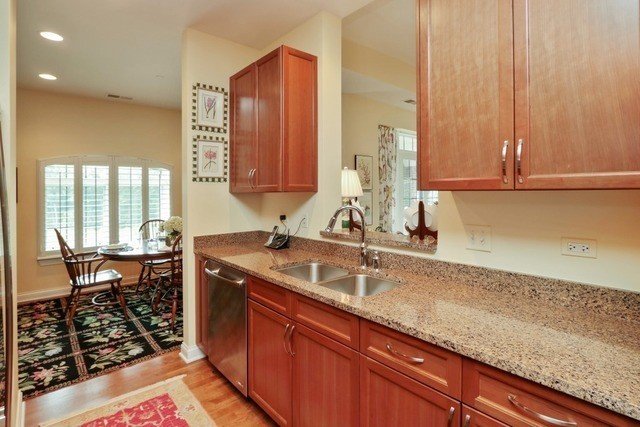 1800 Amberley Court 402, Lake Forest, IL, 60045: Photo 6