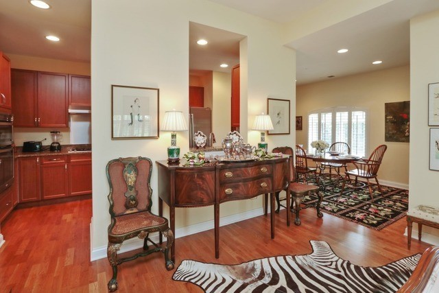 1800 Amberley Court 402, Lake Forest, IL, 60045: Photo 9