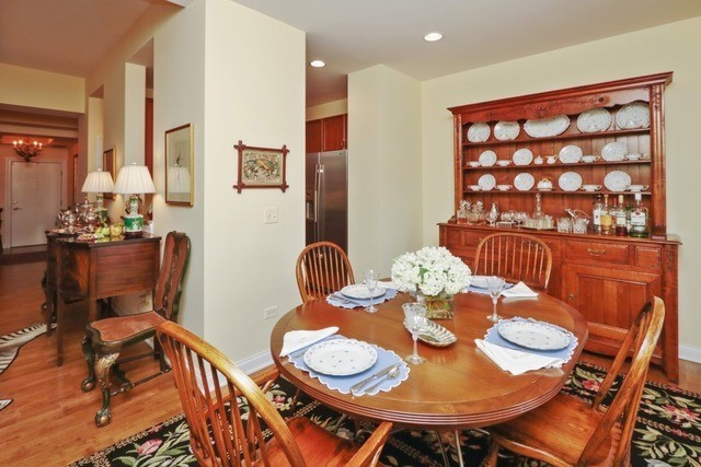 1800 Amberley Court 402, Lake Forest, IL, 60045: Photo 10