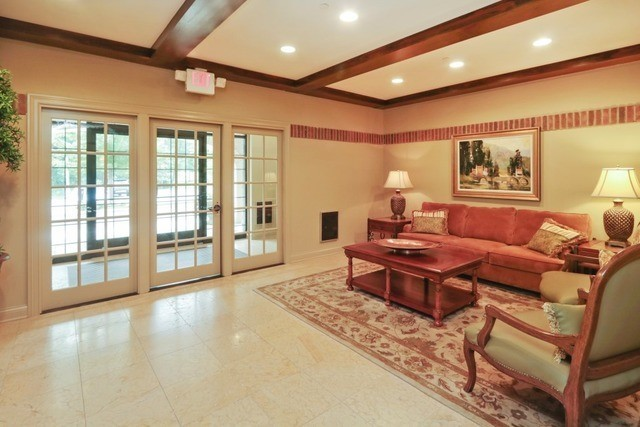 1800 Amberley Court 402, Lake Forest, IL, 60045: Photo 20