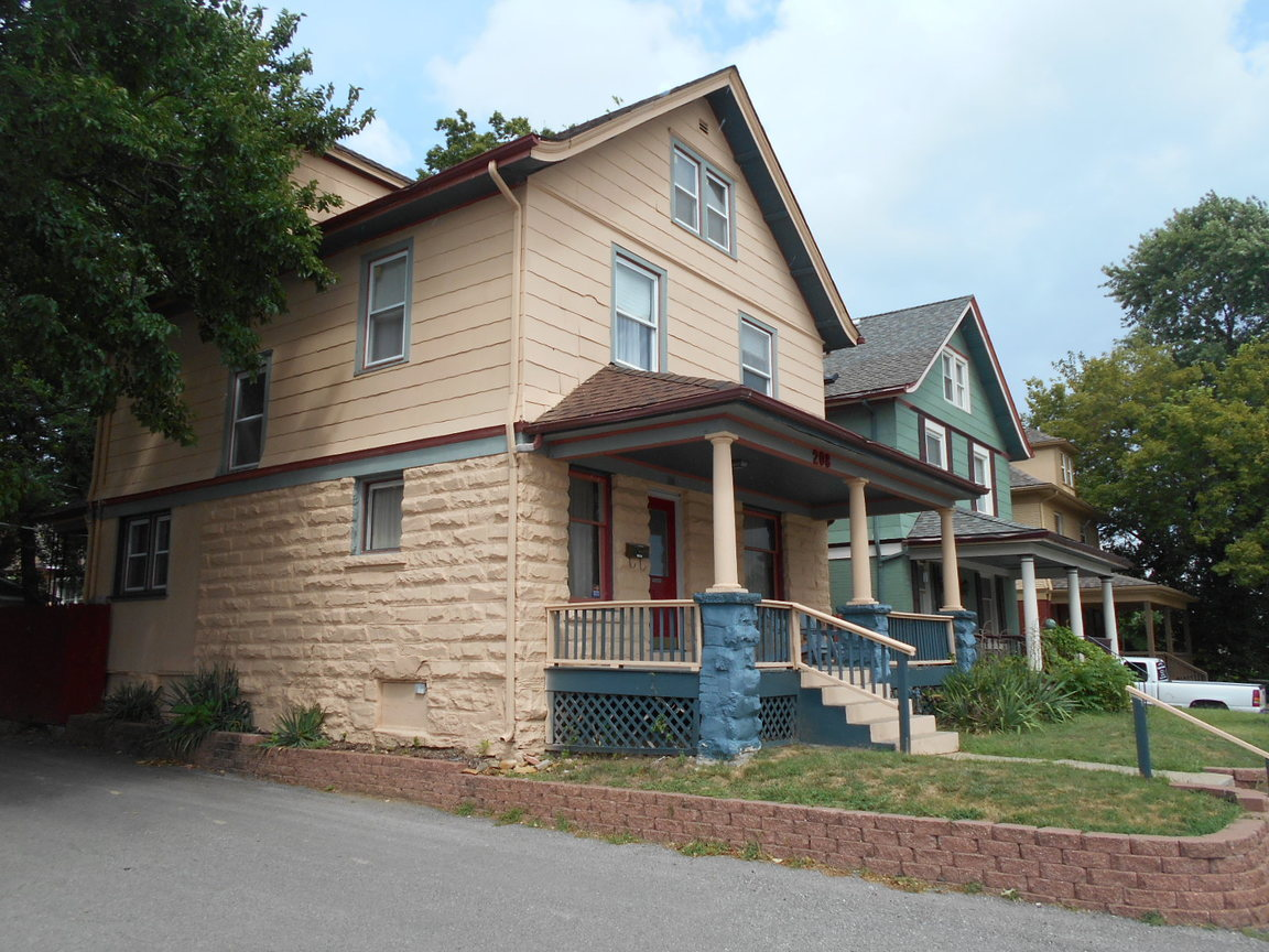 208 E 31st Street Kansas City Mo For Rent 2 000