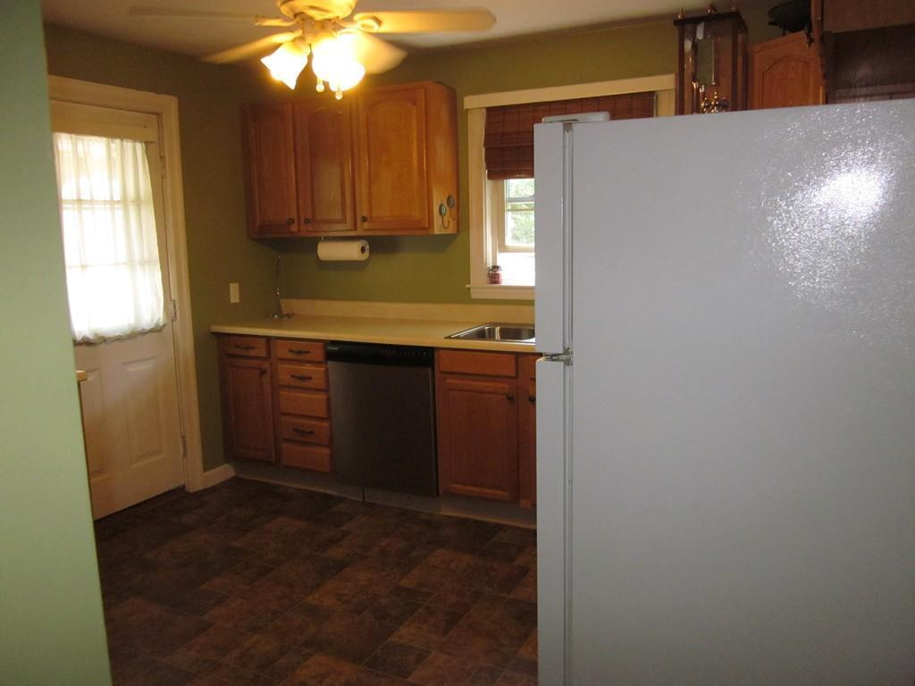 371 Pleasant St, Leicester, MA, 01524: Photo 9