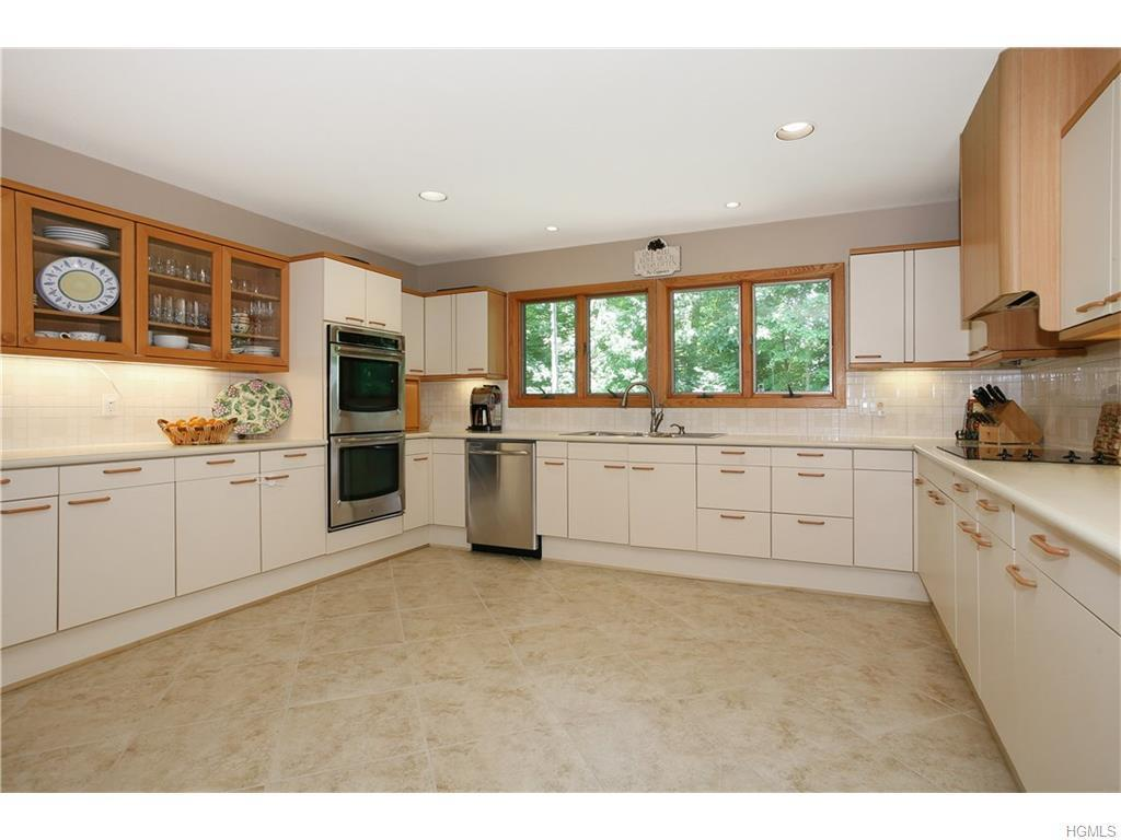 8 Audrey Lane, White Plains, NY, 10605: Photo 13