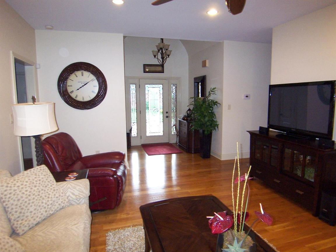 200 Maplewood Drive, Georgetown, KY, 40324: Photo 9