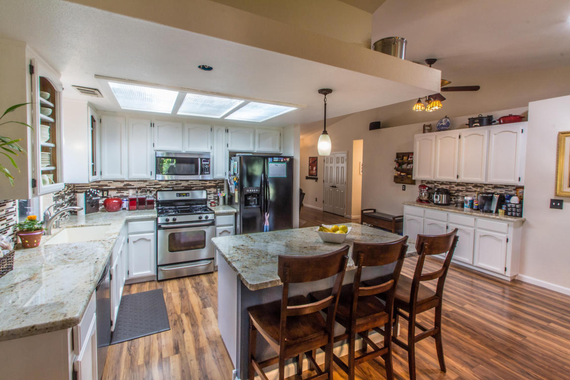 Redding Homes For Ca Real Estate At Homescom Country Kitchen