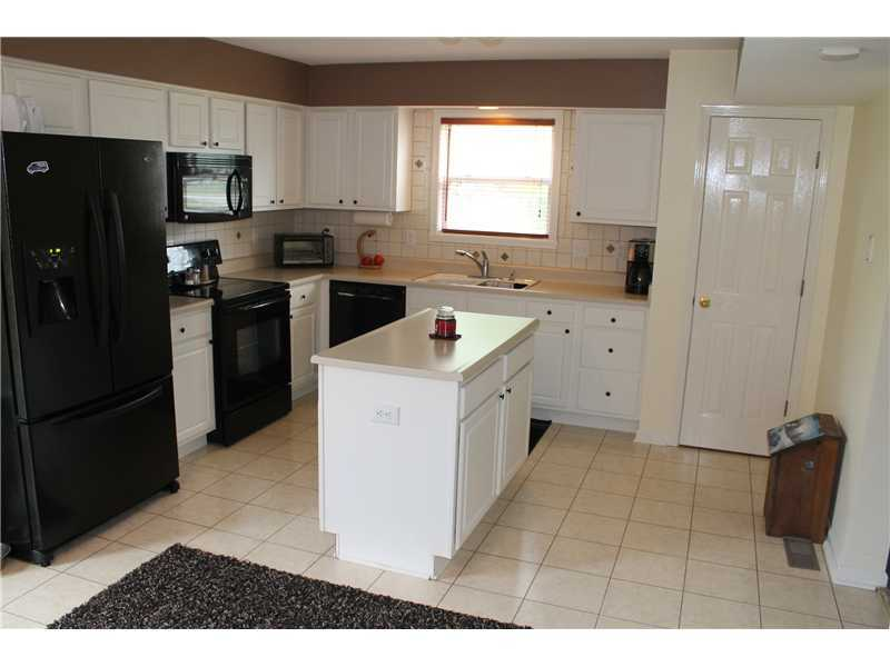 389 Autumn Springs Dr, Avon, IN, 46123 -- Homes For Sale