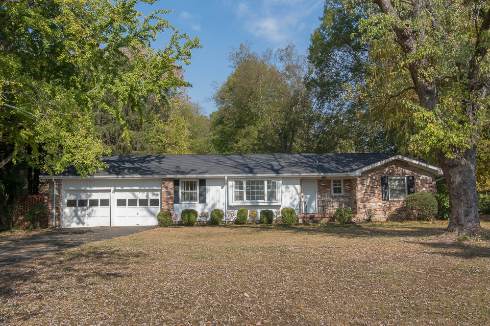 6825 hickory lane chattanooga tn for sale 167 300 On hickory lane