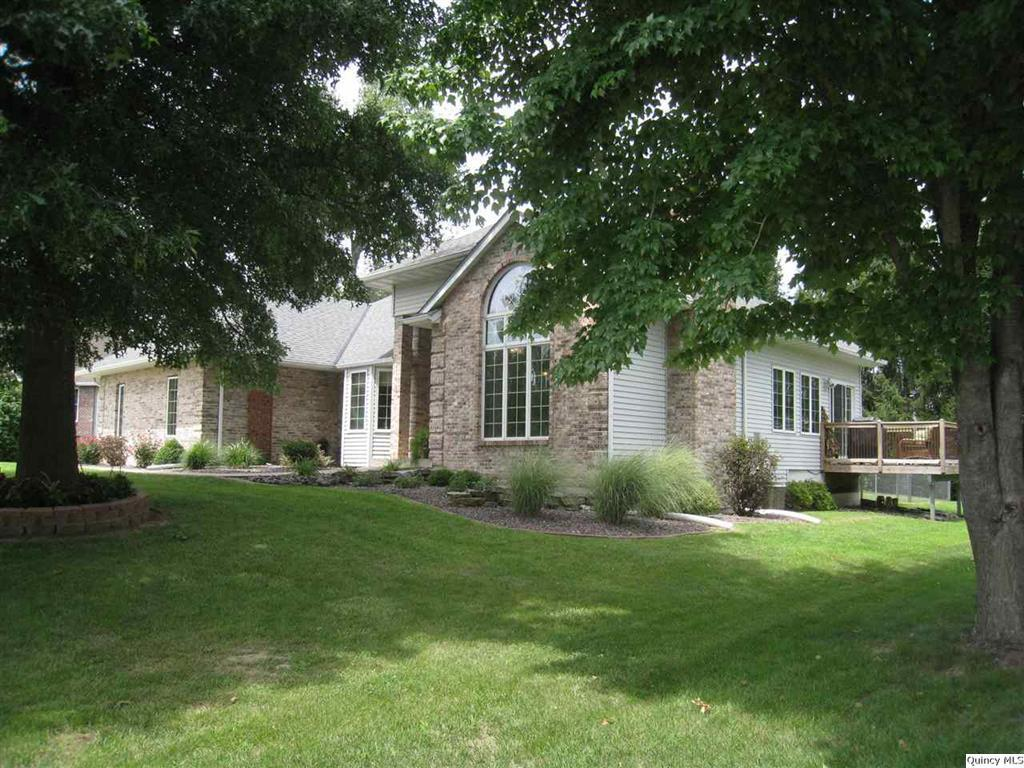 2209 oakbrook court quincy il for sale 229 900