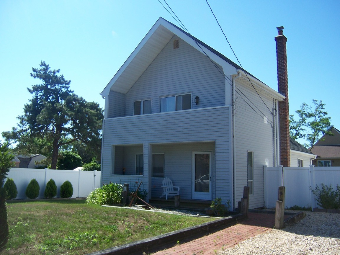 12 edgewater dr mastic beach ny for sale 179 990 for Edgewater homes