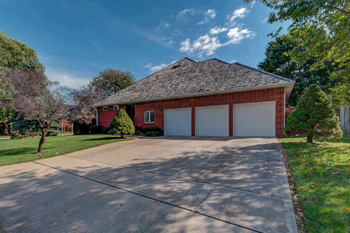 2424 e raynell street springfield mo for sale 325 000 for Springfield mo home builders