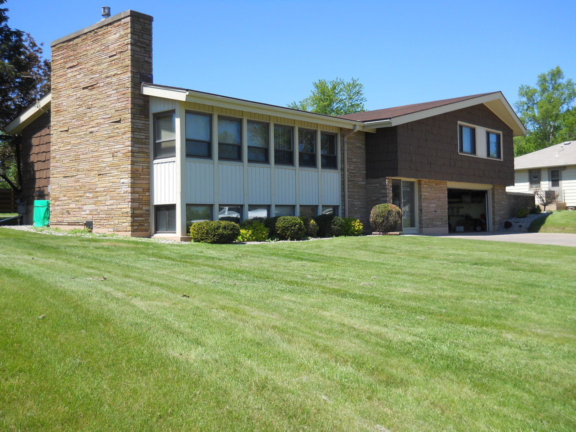 1206 e 2nd st superior wi for sale 210 000 for Wisconsin home builders