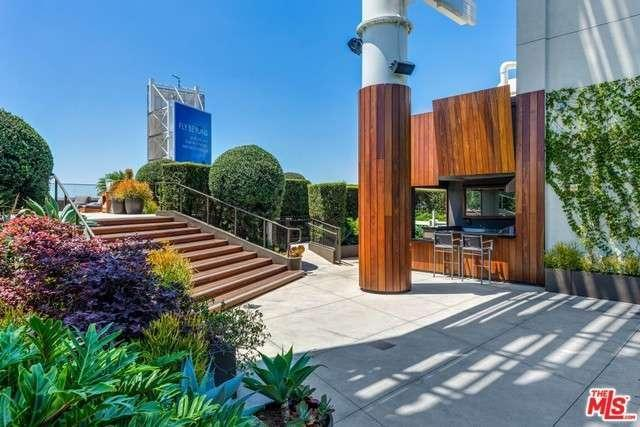 6250 hollywood blvd 8h los angeles ca for sale 679 000 for Living room 6250 hollywood blvd