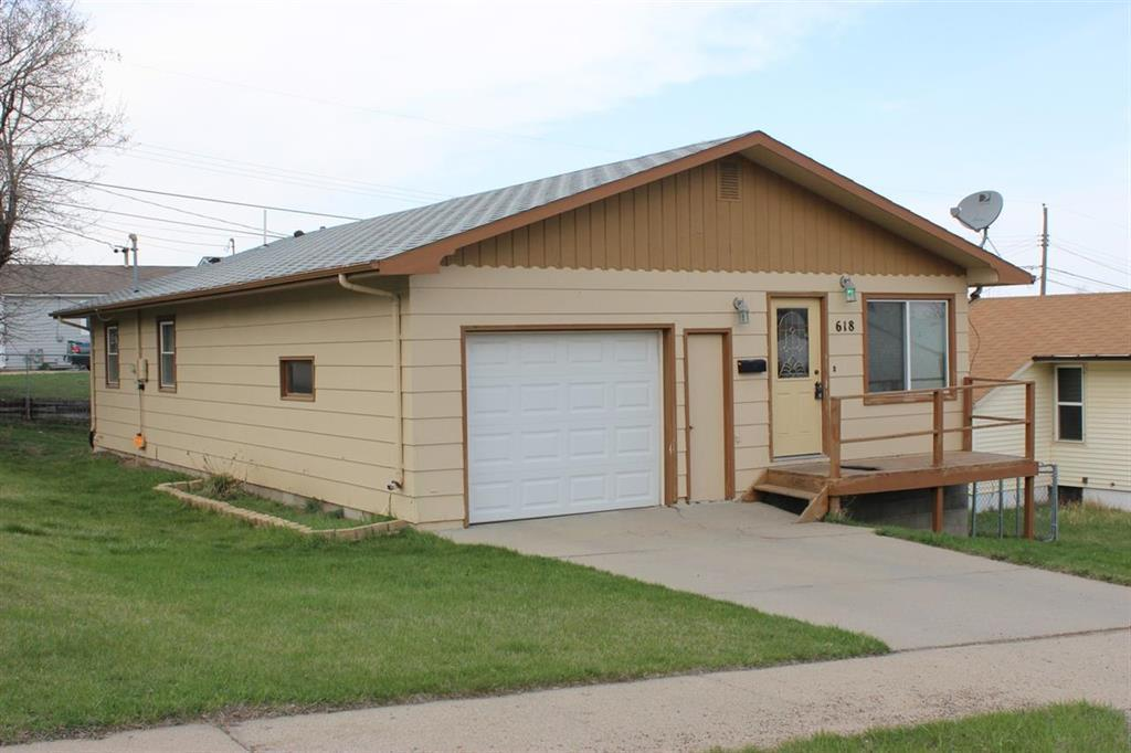 618 5th st sw minot nd for sale 155 900 for Nd home builders