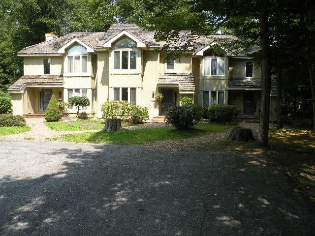 333 chickagami lane pocono pines pa for sale 119 000 for Pocono home builders