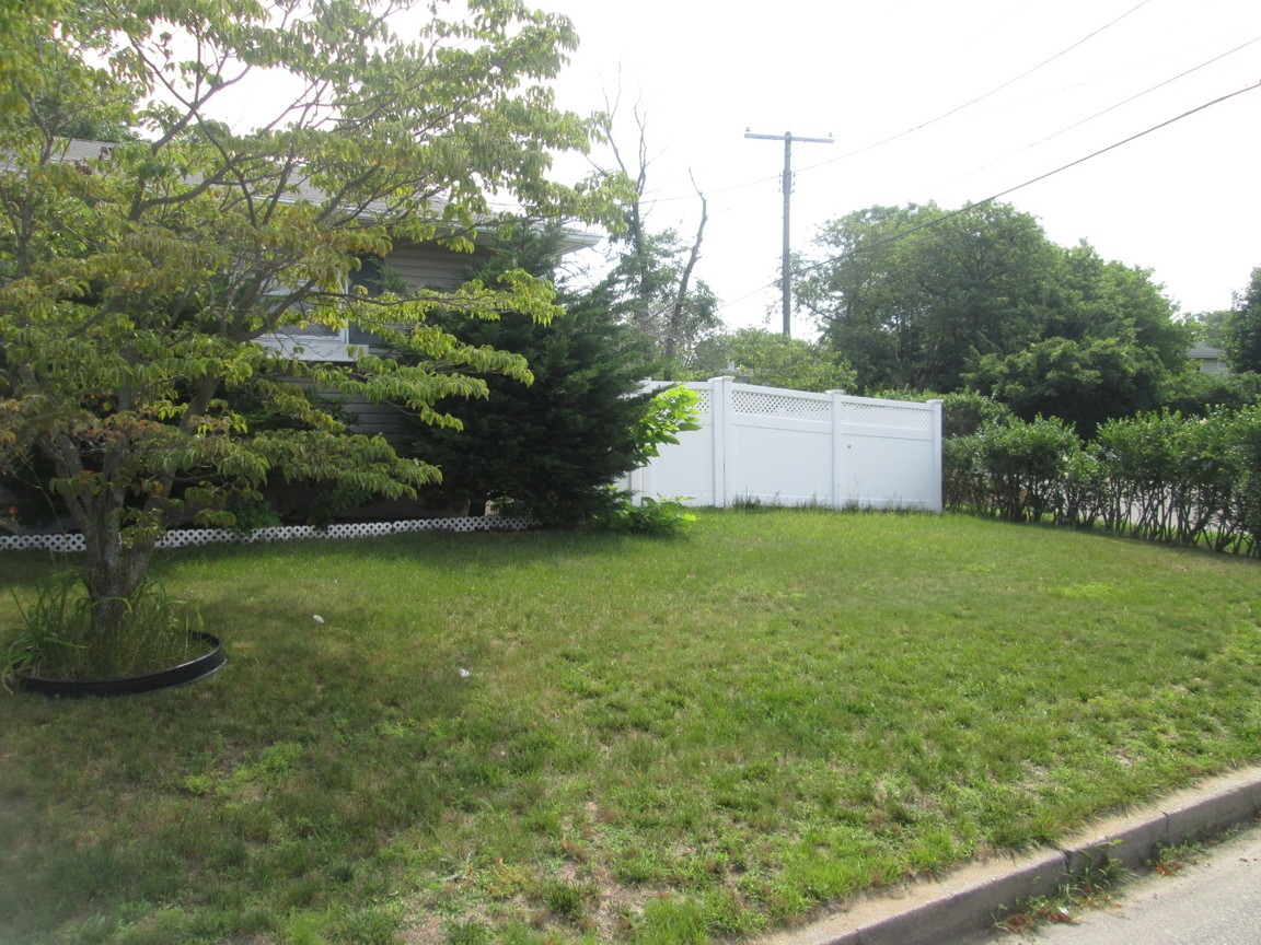 51 Grenville Ave, Patchogue, NY, 11772: Photo 12