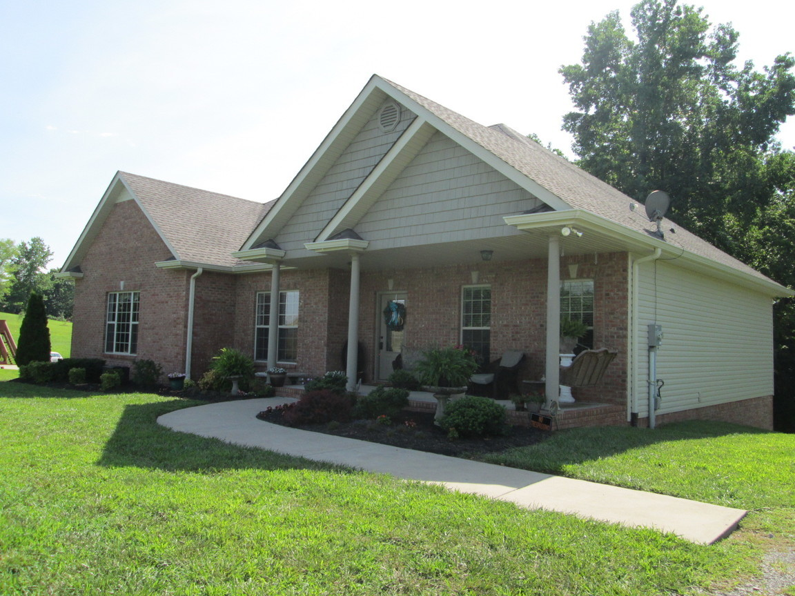 1642 hickory point road clarksville tn for sale for Clarksville tn home builders