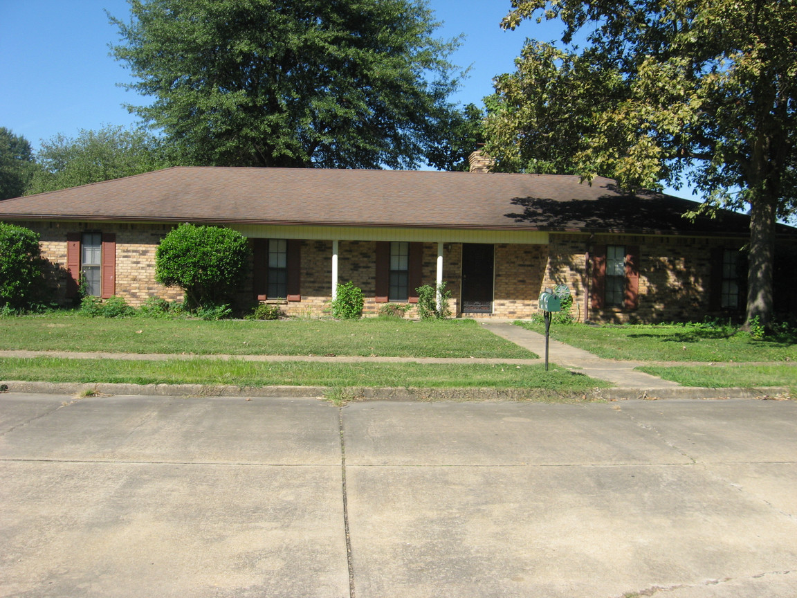1303 mockingbird blytheville ar for sale 110 000