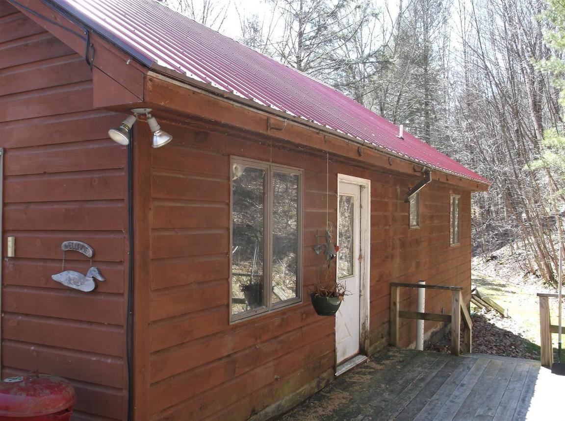 333 cabin road east branch ny for sale 99 900 for Cabin branch homes