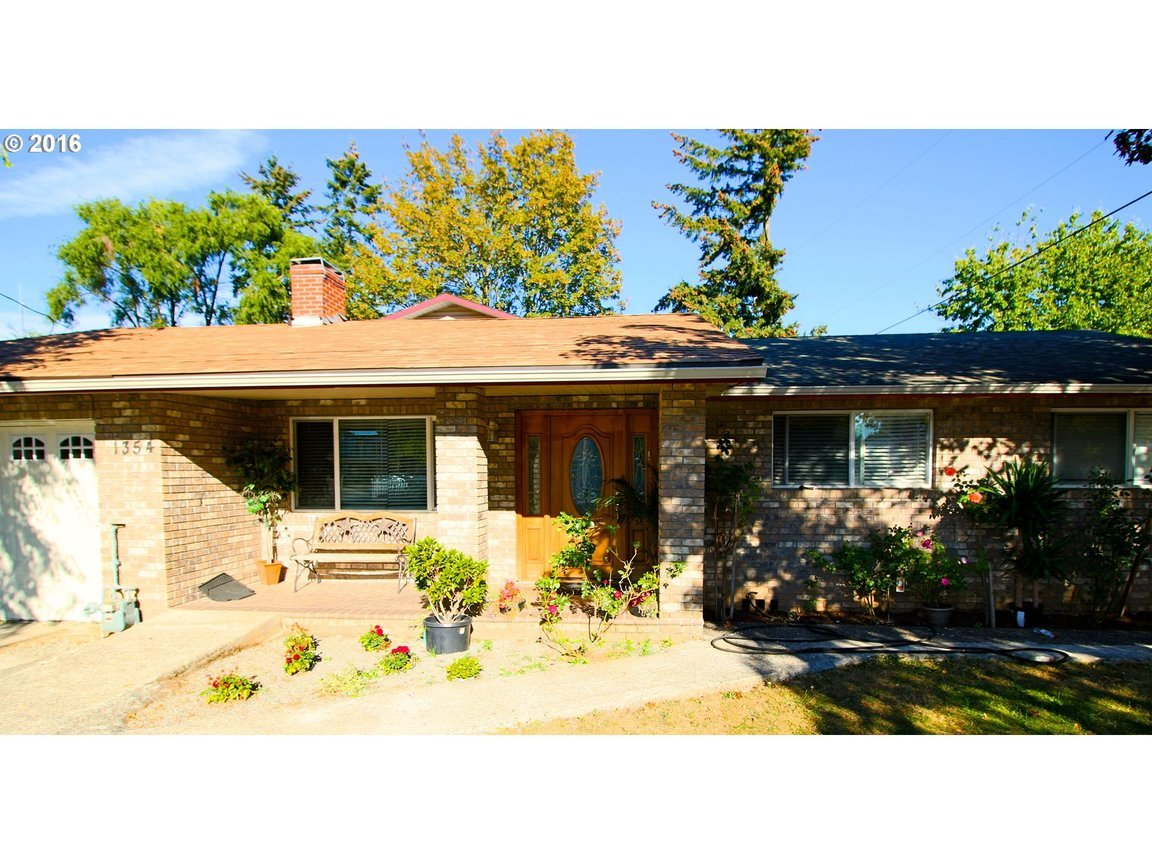 1354 se 162nd ave portland or for sale 457 500 for Portland home