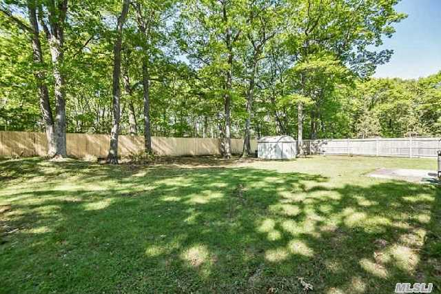 21 Canterbury Blvd, East Setauket, NY, 11733 -- Homes For Sale