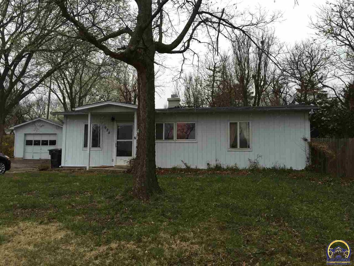 924 32nd st sw topeka ks 66611 for sale