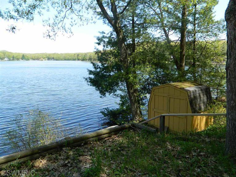222 West Pickerel Lake Dr, Newaygo, MI, 49337 -- Homes For Sale