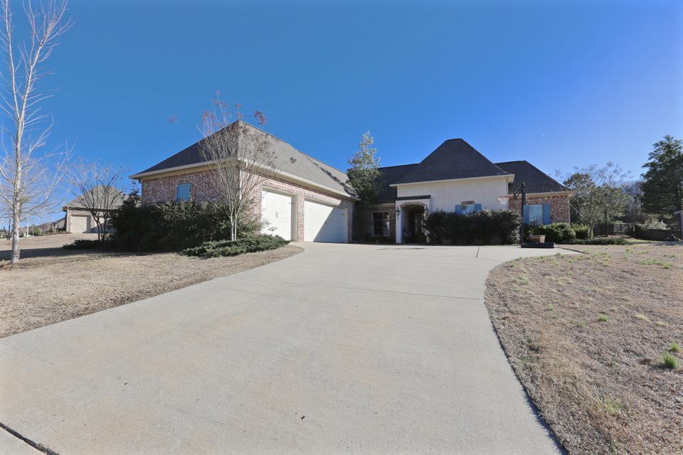 260 lake cir madison ms 39110 for sale for House plans madison ms