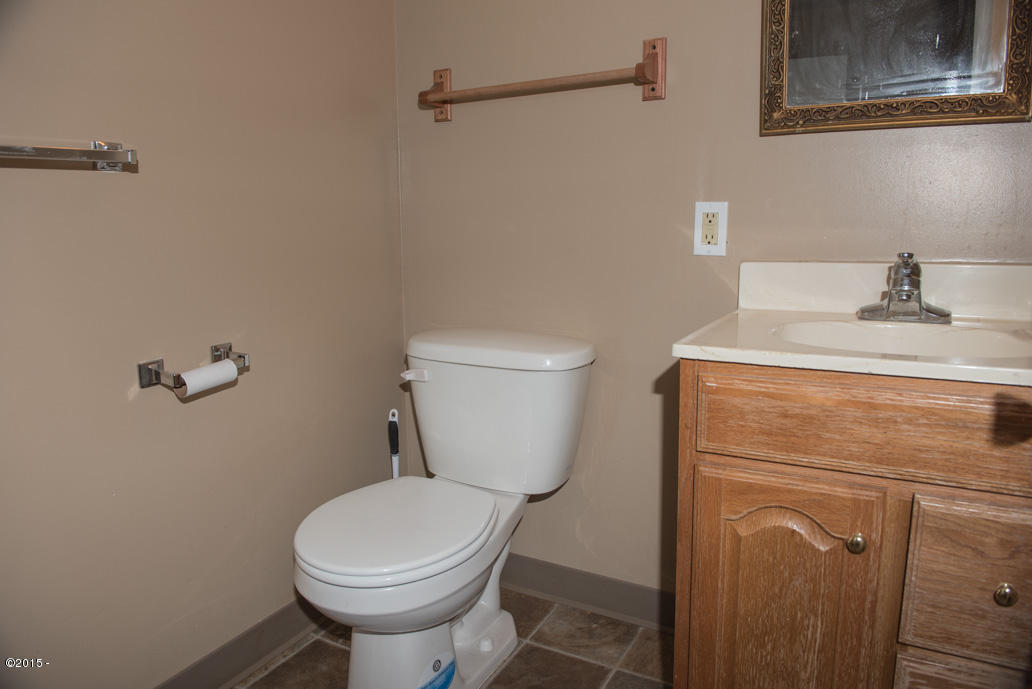 102 Nw High, Newport, OR, 97365: Photo 10